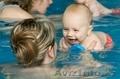 Плавание с профессиональным тренером для малышей.